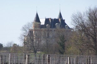 Vue nord-est du Château de Rayne-Vigneau