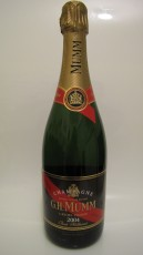 Français: Une bouteille de champagne G.H. Mumm Brut Millésimé de 2004.