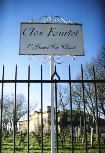 Portail et château du Clos Fourtet