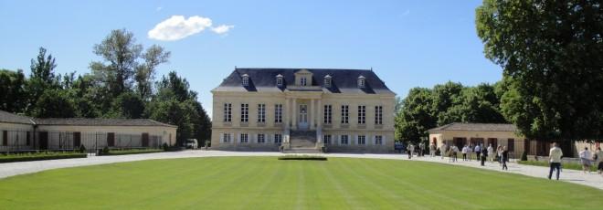 Façade principale du Château La Louvière