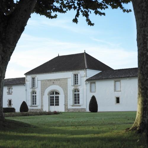 Façade du chai du Château La Tour Blanche